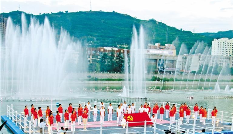 天水:耤河湖畔 唱响红色经典