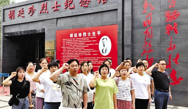 甘肃抗疫英雄走进烈士纪念馆重温入党誓词