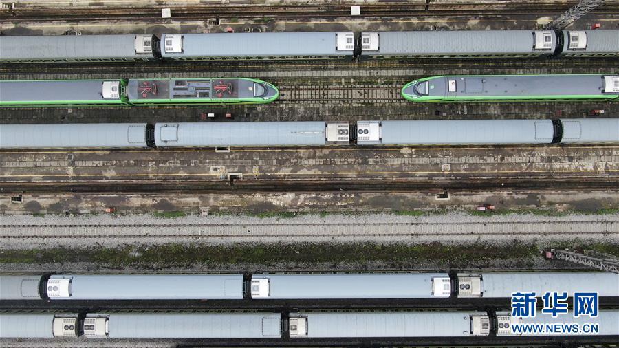 (社会)(1)重庆:列车检修迎暑运