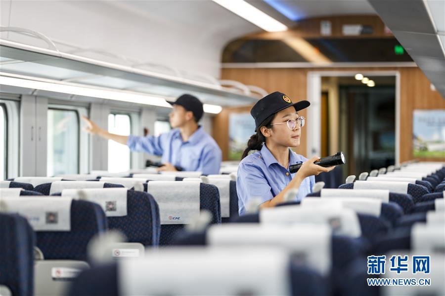 (社会)(3)重庆:列车检修迎暑运