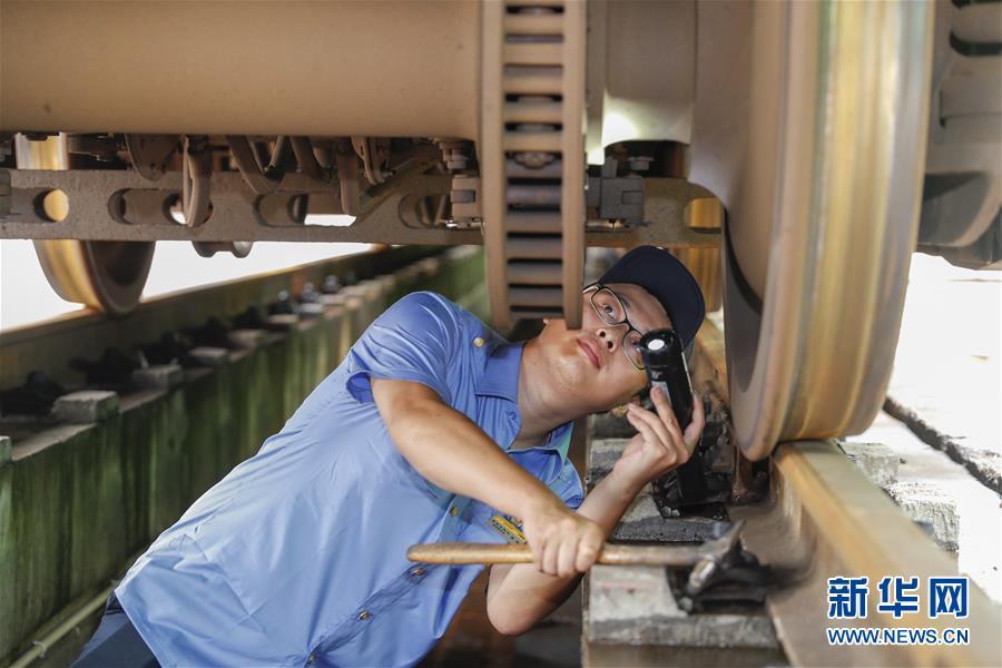 (社会)(4)重庆:列车检修迎暑运