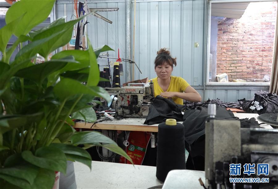 (图文互动)(3)做强小车间破解大难题——广西博白县千方百计保就业