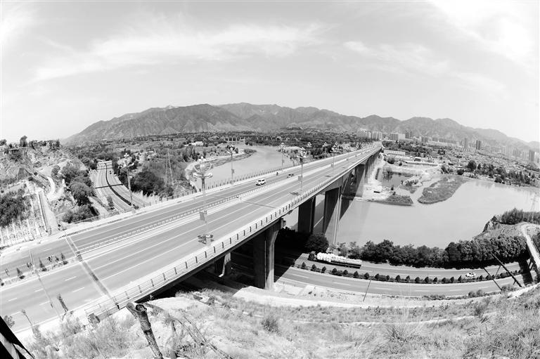"""一桥跨两省 """"川海大桥""""将民和县与红古区连成一个整体"""