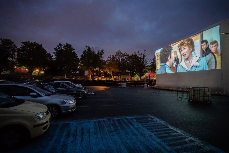 (国际)(8)法国:周末的汽车电影院
