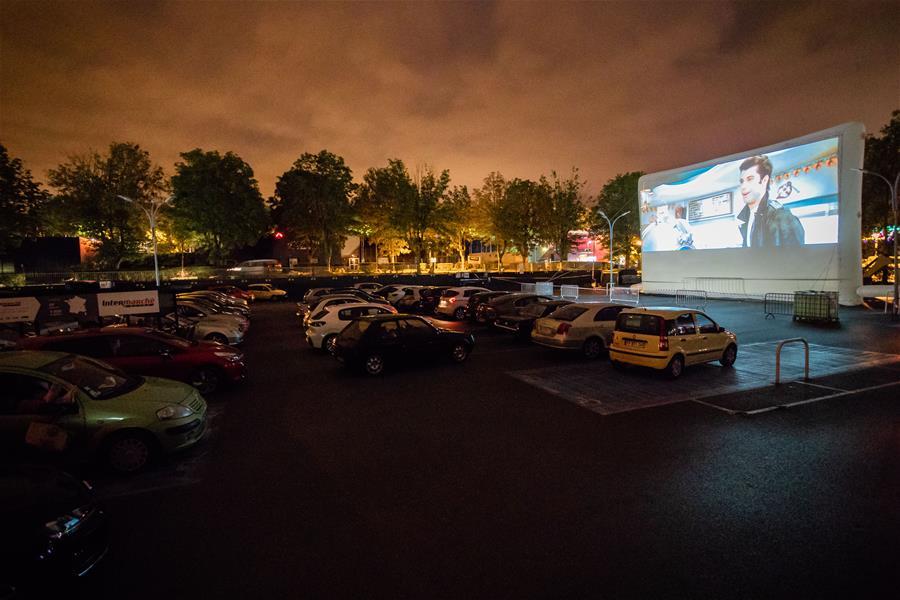 (国际)(1)法国:周末的汽车电影院