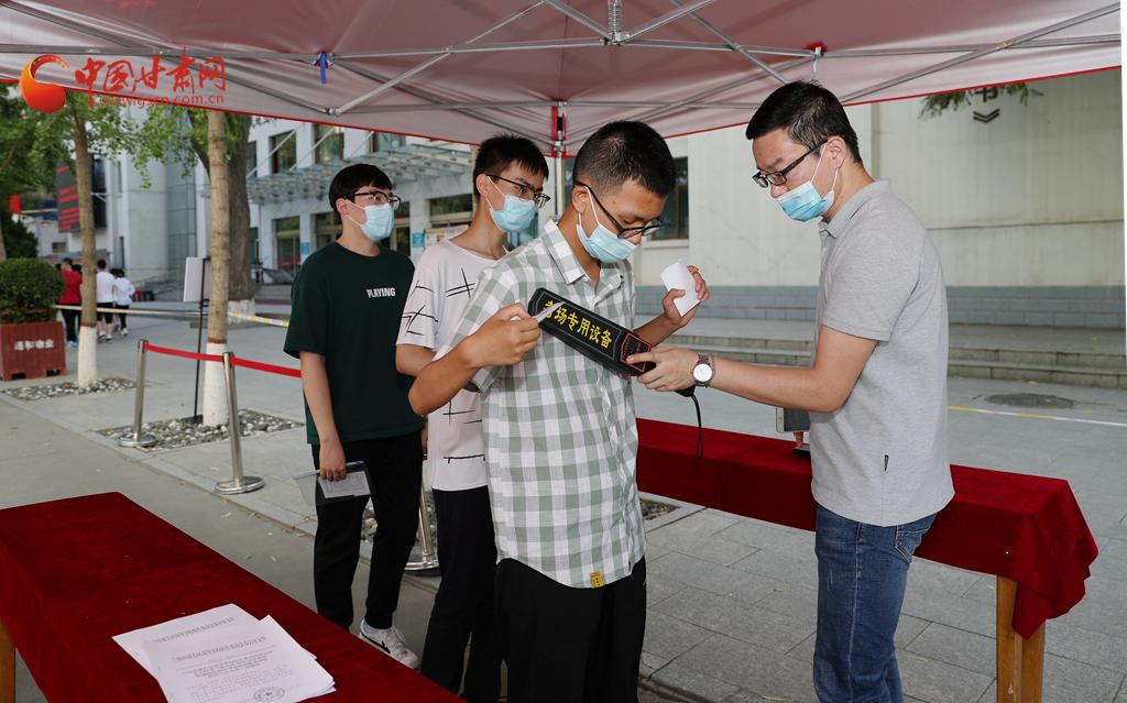 高考准备就绪!中国甘肃网记者带你现场直击兰州一中考点