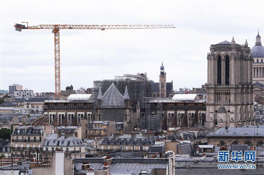"""(国际)(3)法国考虑将""""按原样""""重建被烧毁巴黎圣母院塔尖"""