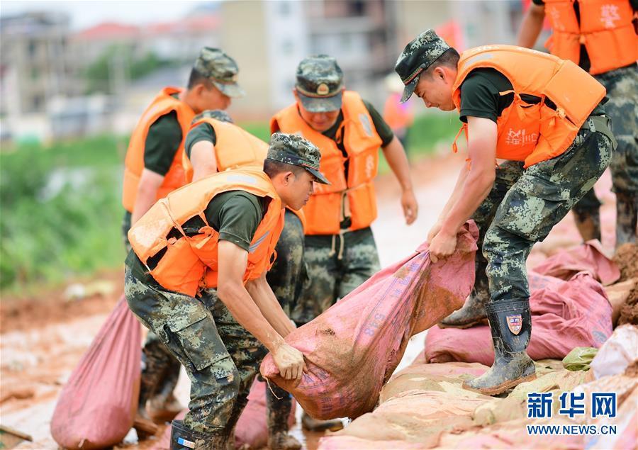 (防汛抗洪)(1)江西鄱阳:决战昌江圩