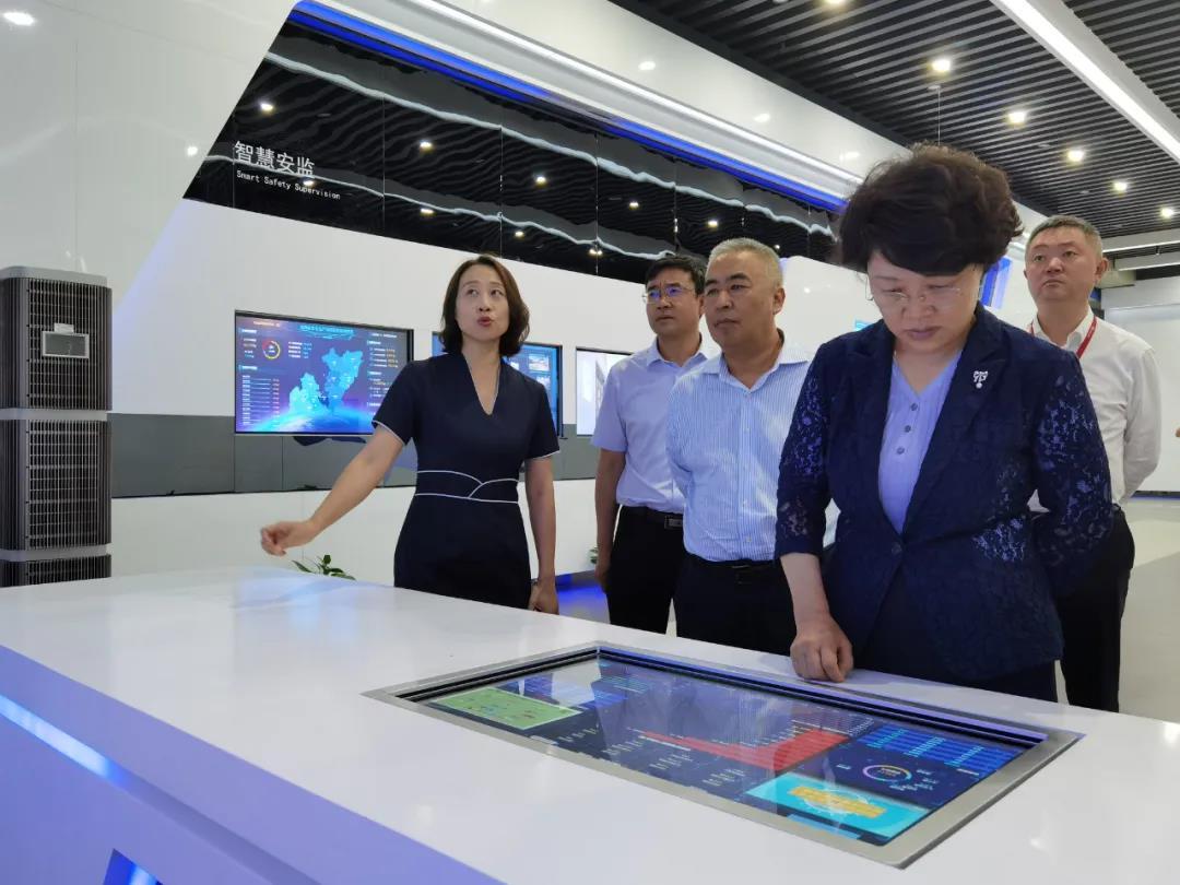 张永霞带队赴华为技术有限公司考察洽谈