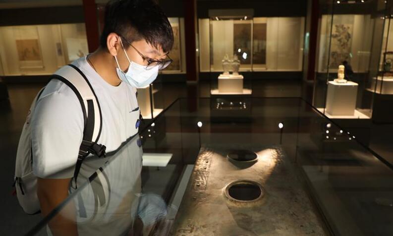 西周夔纹铜禁:从电解铜厂捡回拼成的国宝
