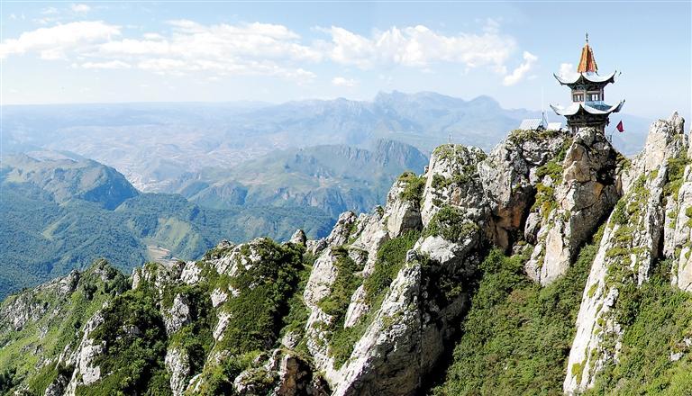 临夏州:寻奇莲花山