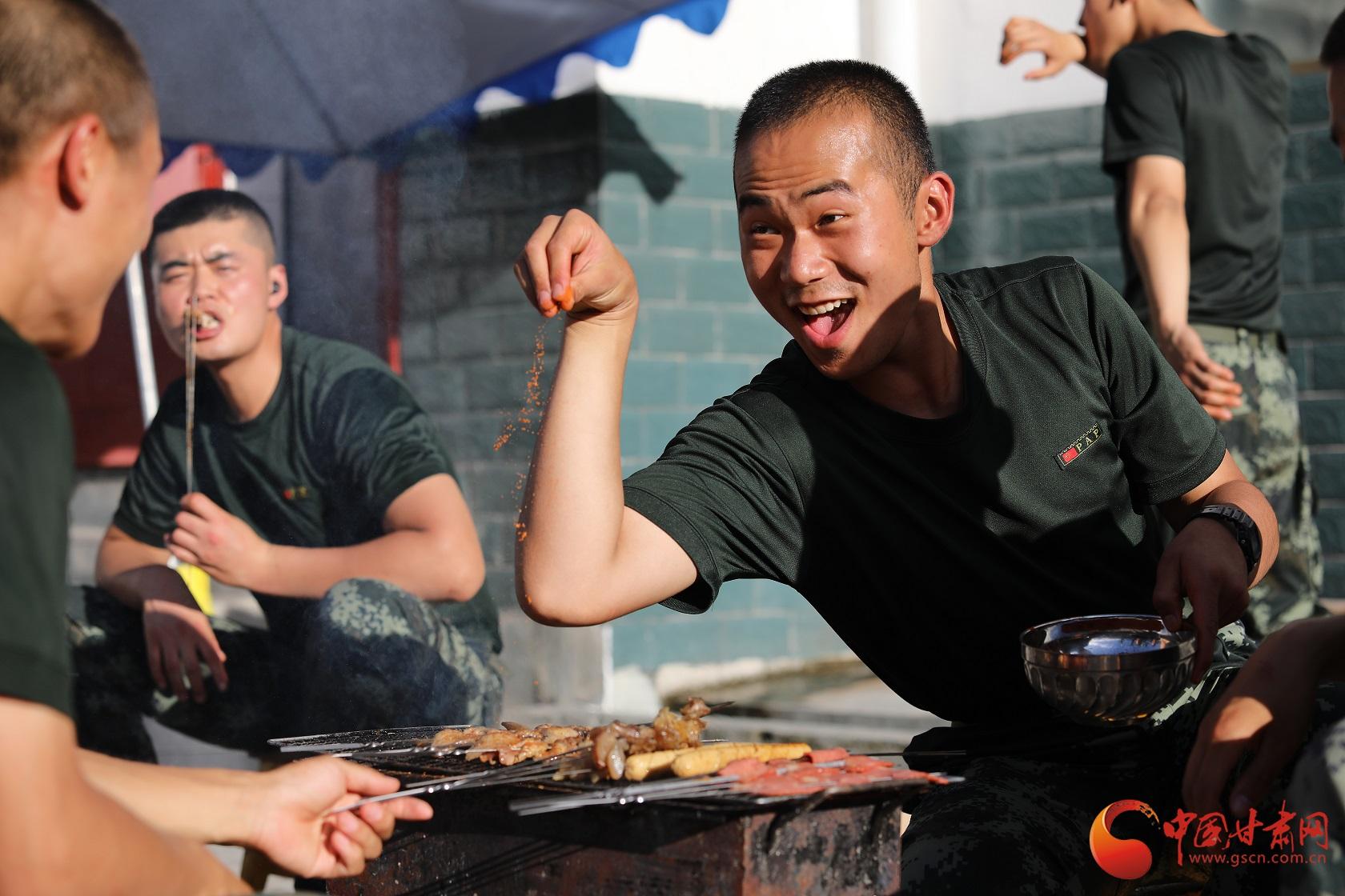 """《无极五测速登录地址_军营BBQ""""开摊""""喽》"""