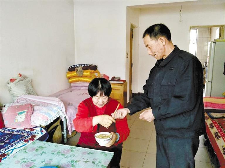 金昌好女婿李余元:20多年如一日照顾患病岳父母和妻子