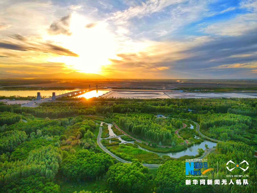 张掖芦水湾 夕阳余辉映美景