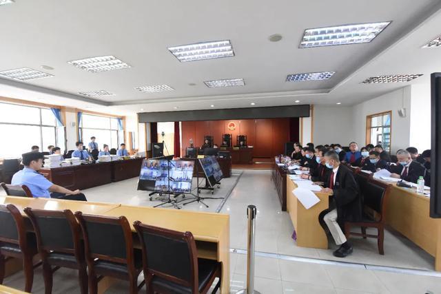 城关法院公开开庭审理程某、赵某荣等二十被告人组织、领导、参加黑社会性质组织、寻衅滋事、非法拘禁一案