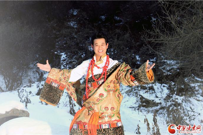 从漂泊艺人到职业音乐人——访甘肃省民族歌舞团声乐队队长杨尕藏当智