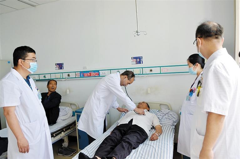 国家中医药管理局医疗队在临夏州中医医院开展义诊