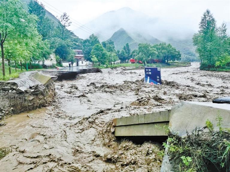 暴雨袭击定西岷县漳县 境内两条国道遭水毁中断 过往车辆要绕行