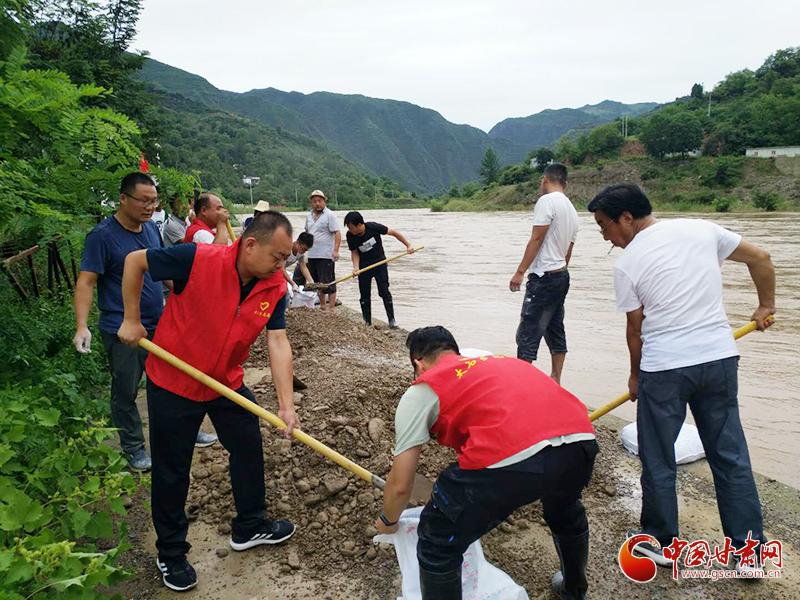 """陇南康县:用爱筑起防汛救灾的""""钢铁长城"""""""