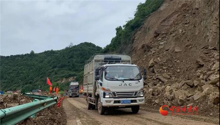 陇南境内10处受阻公路抢通