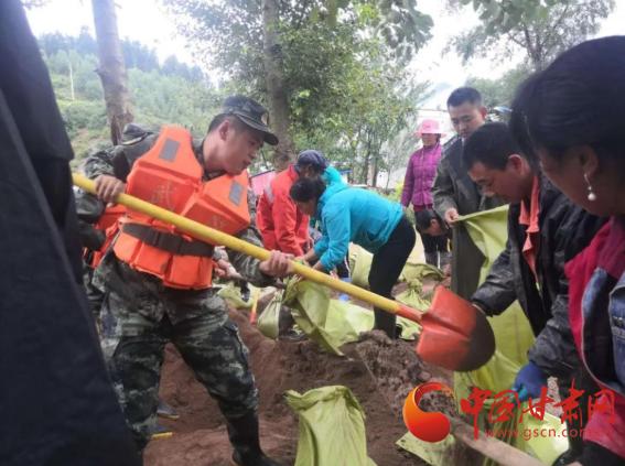 漳县:干群齐心抗洪灾