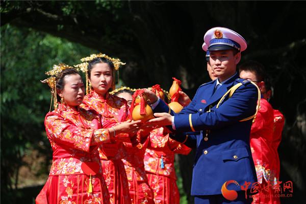 """平凉市崇信县举办2020"""" 古槐之恋""""第三届婚俗文化节暨集体婚礼"""