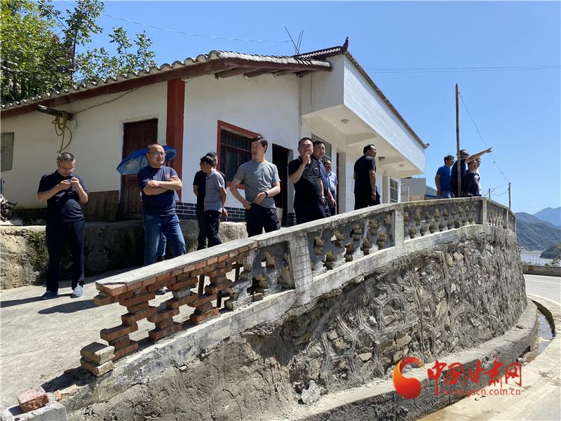 省公航旅集团专家组对捐建陇南暴洪灾区 公路大桥选址进行现场踏勘
