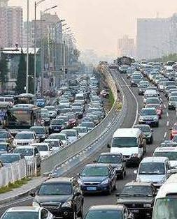 开学后接送学生车辆增多 交警部门提醒:这些路段易拥堵