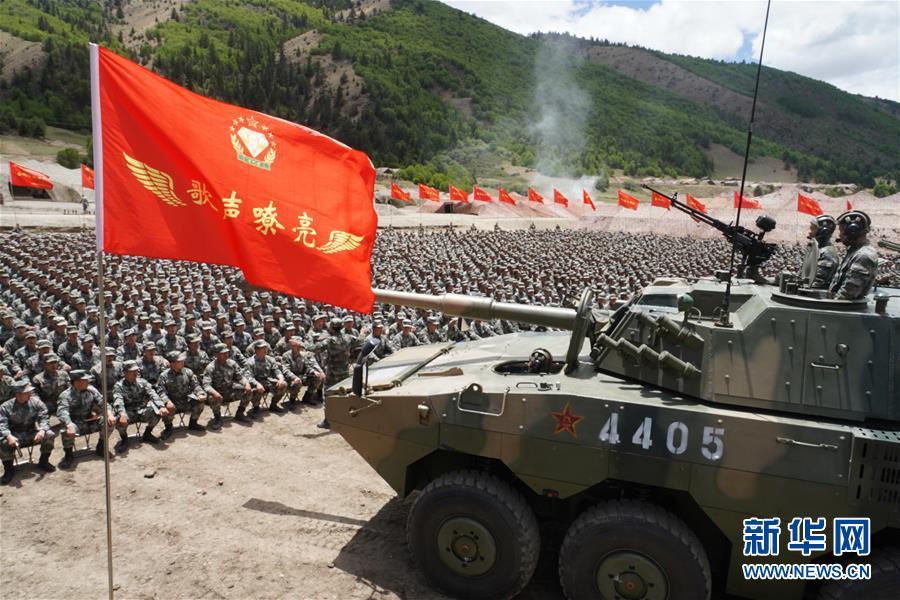 """(图文互动)(1)擎起先辈的旗帜——走进第77集团军""""金刚钻""""红军旅"""