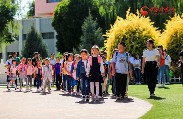 酒泉各中小学:我们开学了!
