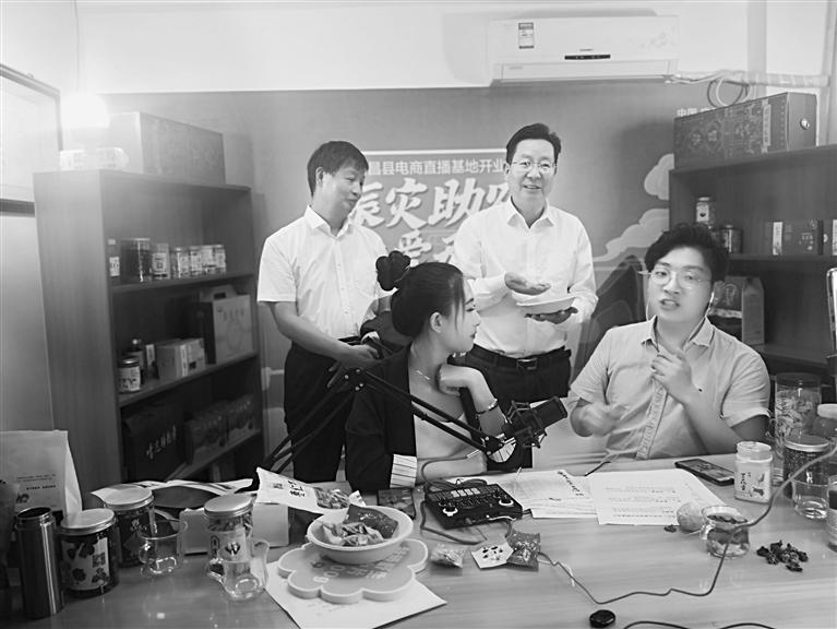 陇南宕昌:县长带货 引28万粉丝赈灾助农