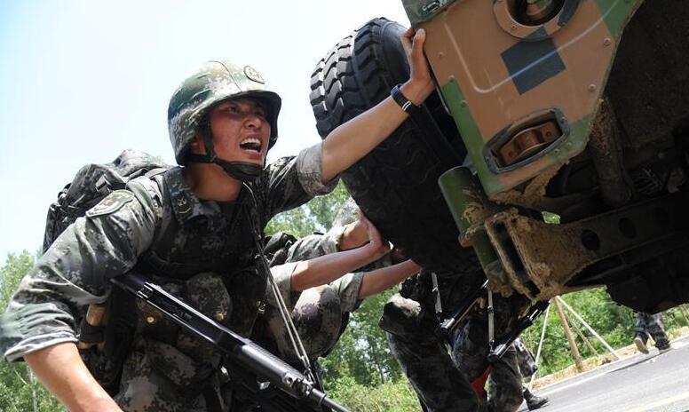 """数字化劲旅的""""士兵突击""""——陆军第82集团军某部牢记嘱托练兵备战记事"""
