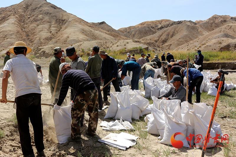 瓜州:干群齐上阵 清淤扩容保民生