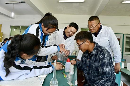 """从""""输血""""到""""造血"""" 教育人才援藏为西藏孩子打开新世界"""