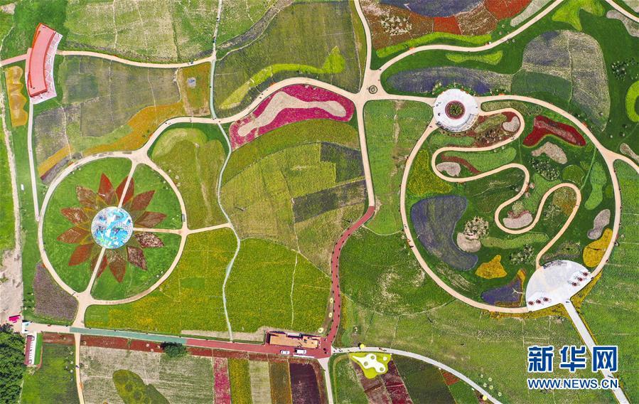 (新华全媒头条·走向我们的小康生活·图文互动)(2)黑土地上是我家——在吉林,一瞥中国东北乡村美丽未来