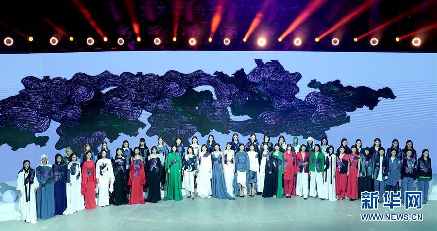 (文化)(4)北京时装周开幕秀