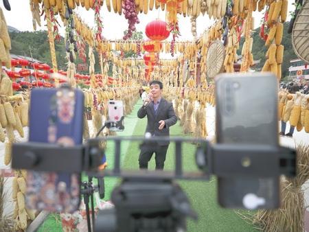 陇南康县:庆丰收 迎小康