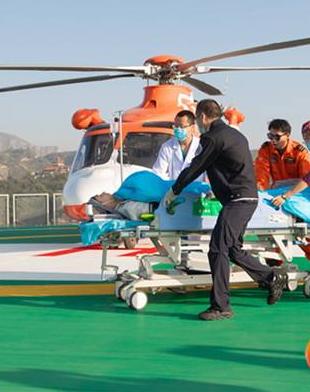 甘肃省首个屋面直升机停机坪落成首飞仪式昨日在兰大二院举行