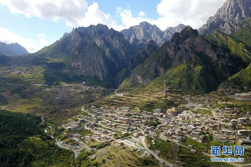 """扎尕那村的""""诗和远方"""""""