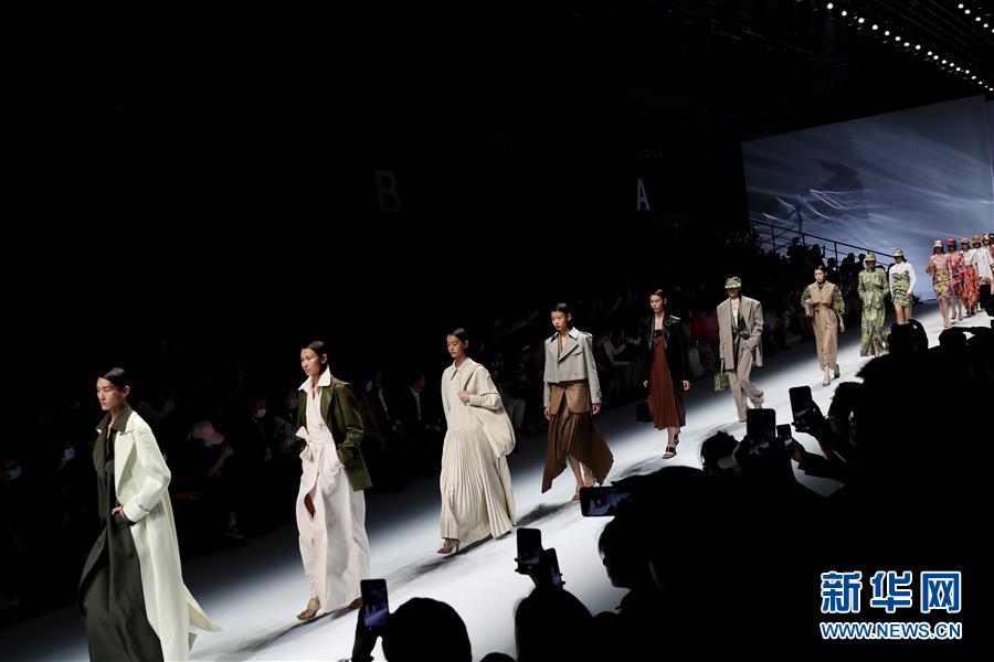 (社会)(1)2021春夏上海时装周开幕首秀在上海举行