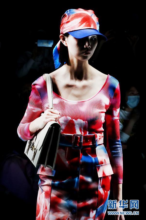 (社会)(2)2021春夏上海时装周开幕首秀在上海举行