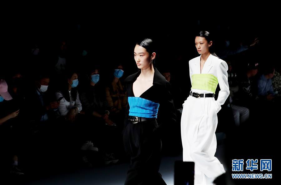 (社会)(3)2021春夏上海时装周开幕首秀在上海举行