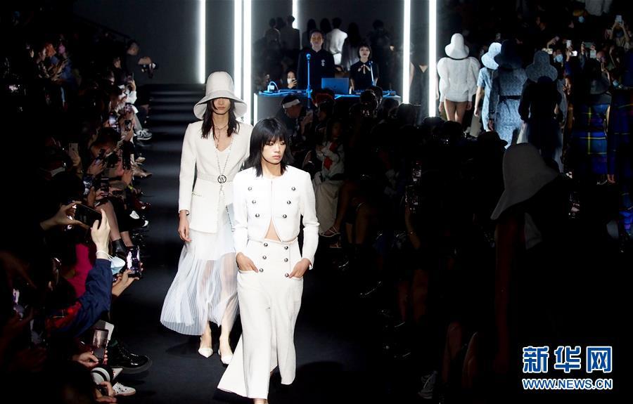 (社会)(1)2021春夏上海时装周精彩纷呈
