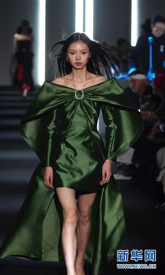 (社会)(4)2021春夏上海时装周精彩纷呈
