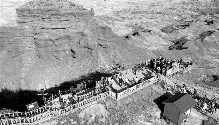 平山湖大峡谷:丝路地质新发现