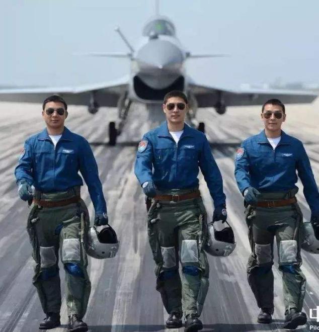 2021年空军招飞在甘报名启动 女生也能报考飞行员