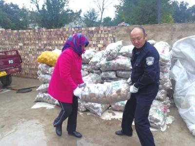 兰州榆中县:水坡村土豆丰收 安宁交警帮销售(图)