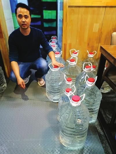 兰州:有人拖欠水费 小区停水4天