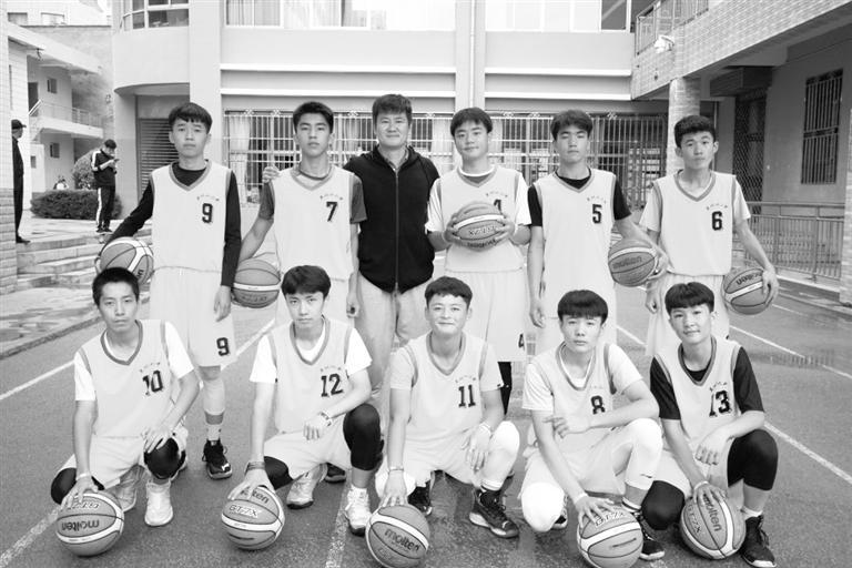 兰州市第十二中学荣获兰州市第二届中小学生综合运动会篮球比赛初中组冠军