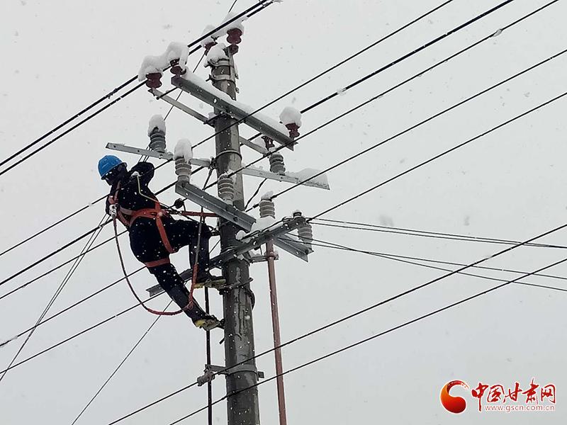 国网甘肃省电力公司:应对突发冰雪天气 紧急抢修临夏电网